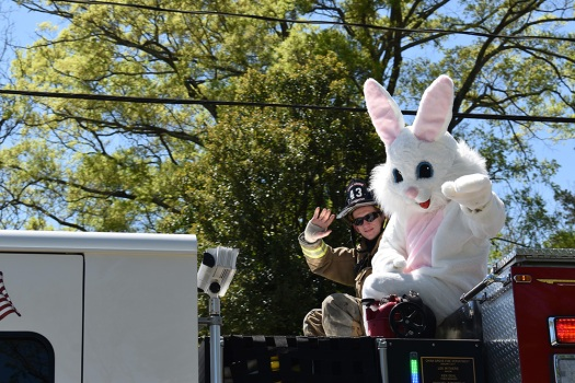 easter bunny abides by social distancing rules during