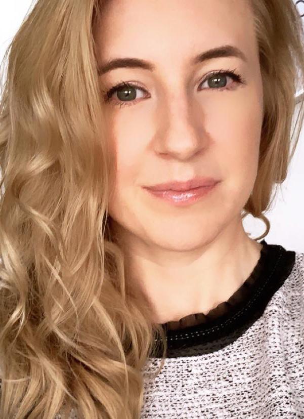 Andrea Fleegel : Multimedia Specialist